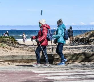 Wielu spacerowiczów na trójmiejskich plażach i w lasach