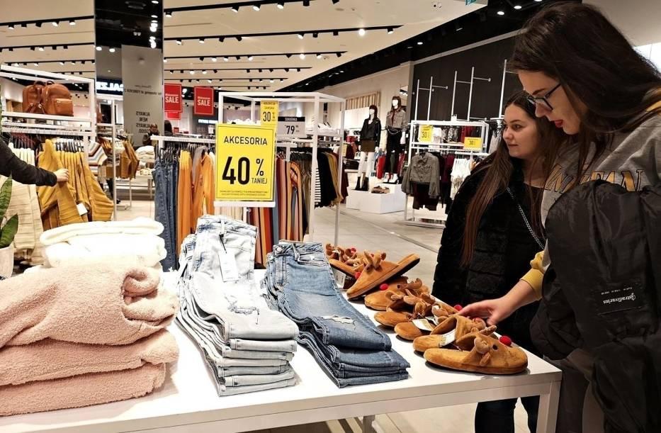 Te sklepy znikają lub już zniknęły z Polski