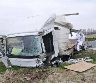 """Poważny wypadek na krajowej """"piątce"""" koło Śmigla ZDJĘCIA"""