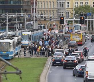 Duża awaria energetyczna we Wrocławiu. Opóźnienia tramwajów
