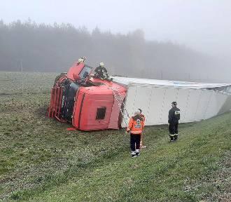 Wypadek na S3. Kierowcę z kabiny wyciągali strażacy