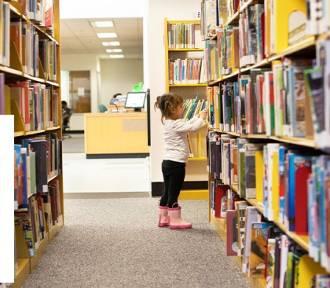 Każdy może wesprzeć szkolne biblioteki w walce o tysiące książek