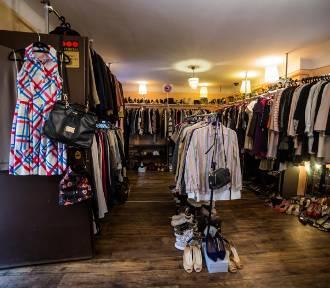 Moda na Vintage Shopy trwa. Na Saskiej Kępie ubierzesz się od stóp do głów [WIDEO]