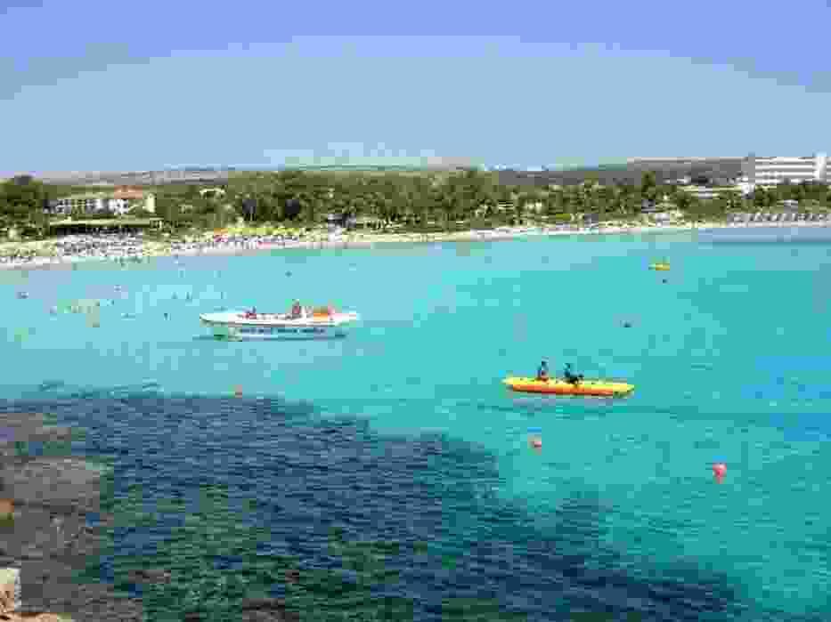 Widok z wysepki Nissi Beach