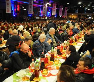 Kraków. Na wigilię zorganizowaną przez Caritas przyszły tłumy