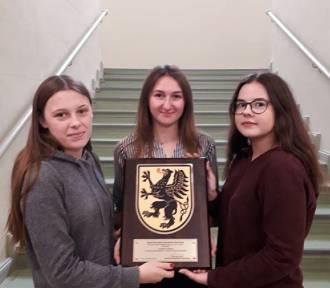 Uczennice ZSP 1 drugie w wojewódzkim konkursie patriotycznym