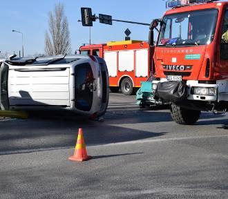 Wypadek w Skierniewicach na skrzyżowaniu przy szpitalu [ZDJĘCIA]