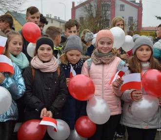Debrzno. Uczniowie szkoły w Debrznie świętowali stulecie odzyskania niepodległości