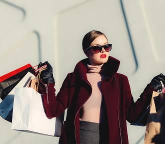 Modne kolekcje ubrań dla kobiet. Najciekawsze oferty sklepów online