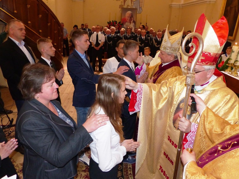 Nuncjusz apostolski udzielił bierzmowania w stoleckiej parafii