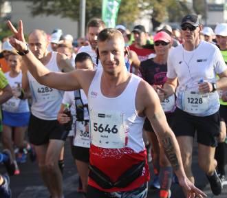 19. PKO Poznań Maraton: Zdjęcia z 1. kilometra [GALERIA BIEGACZY]