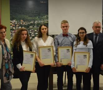 Nagrody za osiągnięcia w nauce języka kaszubskiego dla gimnazjalistów z gminy Sierakowice - ZDJĘCIA