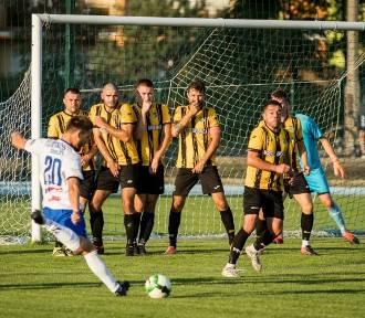 Zaległy mecz 4. ligi kujawsko-pomorskiej i III runda Pucharu Polski KPZPN. Piłkarska środa w regionie