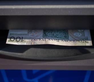 Znaleźli kartę do bankomatu i płacili nią za alkohol i papierosy. Mogą trafić za kratki nawet na