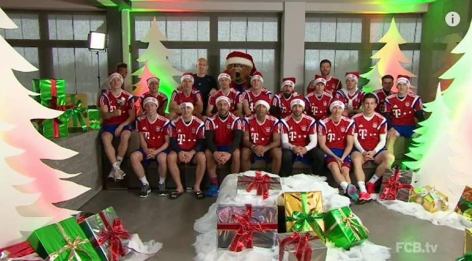 Piłkarze Bayernu Monachium śpiewają świąteczną piosenkę
