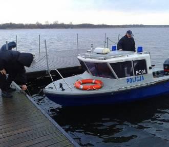 """Policyjni """"wodniacy"""" z Radziejowa działali na jeziorze Gopło [zdjęcia]"""