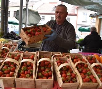 Ceny truskawek i czereśni na Burku przyprawiają o zawrót głowy