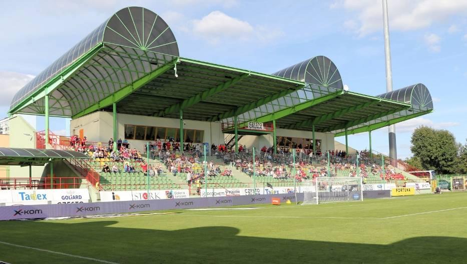 Raków Częstochowa wszystkie mecze w tym sezonie w PKO Ekstraklasie rozgrywa na stadionie w Bełchatowie Zobacz kolejne zdjęcia
