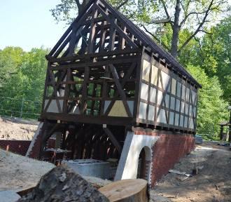 Trwa rekonstrukcja młyna wodnego w Muzeum Etnograficznym w Ochli