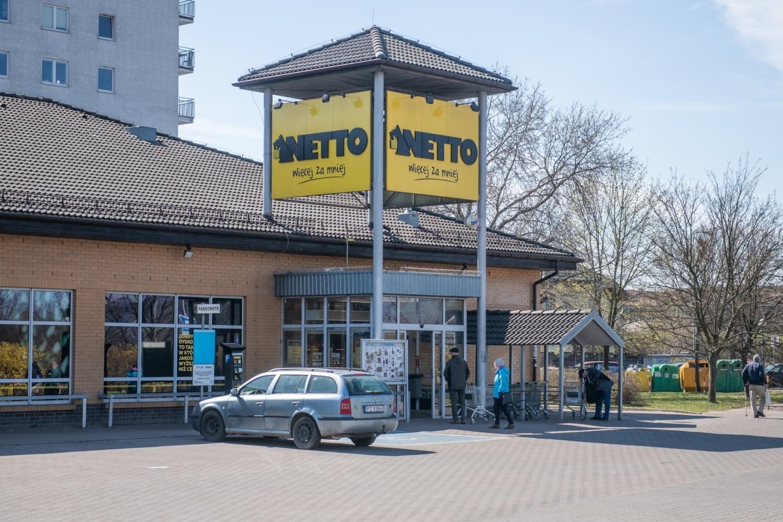 Tak wyglądała w niedzielę w ciągu dnia sytuacja przed kilkoma poznańskimi marketami