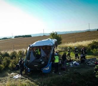 Groźny wypadek na A1. Autokar z dziećmi wypadł z drogi!