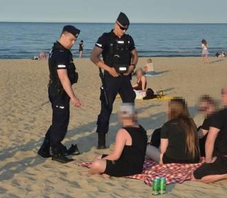 Posypały się mandaty za picie alkoholu na plaży w Sopocie