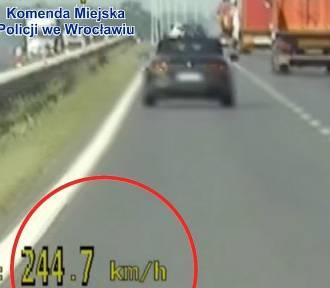Pędziła 245 km/h. Policji powiedziała, że... spieszyła się do mechanika! (ZOBACZ NAGRANIE)