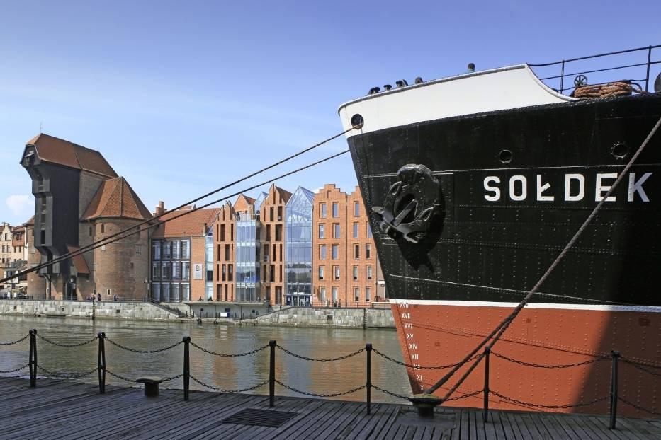 """Narodowe Muzeum Morskie otwiera w sobotę 23 maja dla zwiedzających statek - muzeum """"Sołdek"""" i Ośrodek Kultury Morskiej"""