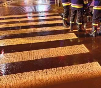 Wypadek w Dąbrowie Górniczej. Nastolatka została potrącona na przejściu dla pieszych przy targowisku.