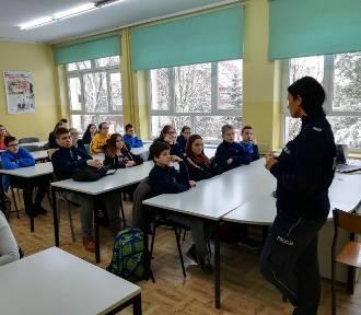 Policjanci rozmawiali z uczniami o bezpiecznych feriach [ZDJĘCIA]