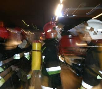 Nocny pożar domu w Nadolu. 17 osób ewakuowanych