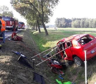 Syn z ojcem zginęli w wypadku samochodowym pod Łowiczem [Zdjęcia]