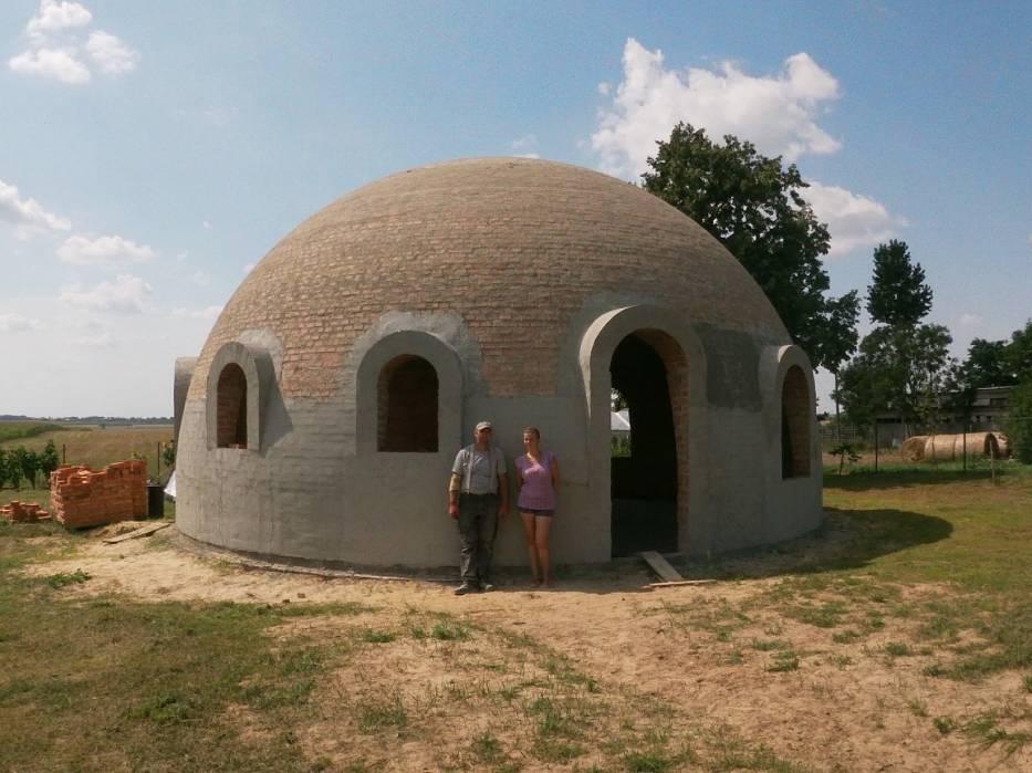 W Górach (gmina Janikowo) powstaje dom kopułowy