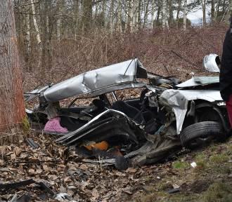 Śmiertelny wypadek w Łuczynie. Jedna osoba nie żyje, jedna jest ranna