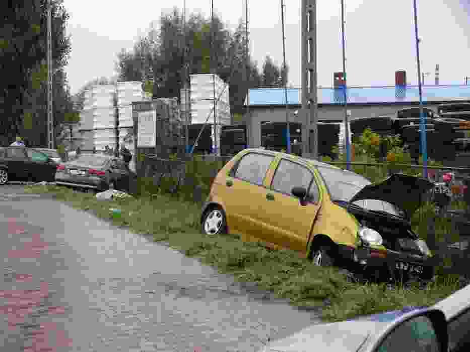 Na ulicy Fabrycznej w Wieluniu zderzyły się dwa samochody osobowe