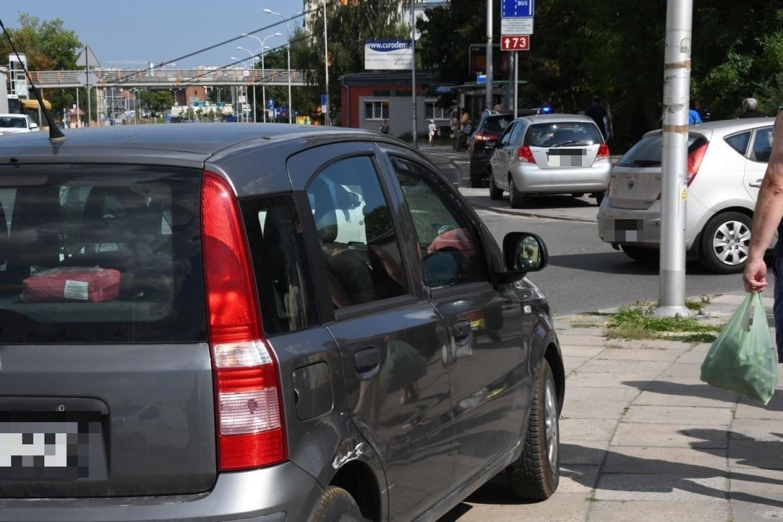 Trzy samochody zderzyły się przy bazarach w Kielcach. Było duże zamieszanie [ZDJĘCIA]