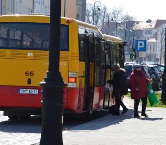Awantury i przepychanki w autobusach MZK. Pasażerowie jeżdżą bez maseczek