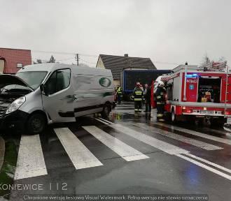 W Rakoniewicach zderzyły się osobówka, auto dostawcze i ciężarówka!