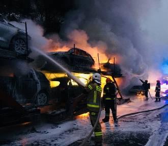 Cztery samochody doszczętnie spłonęły na DK1