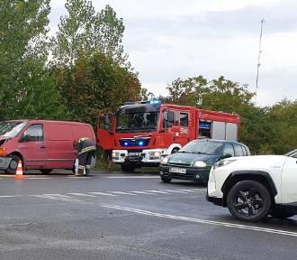 Utrudnienia na ulicy Częstochowskiej w Wieluniu. Dwie osoby trafiły do szpitala [foto, wideo]