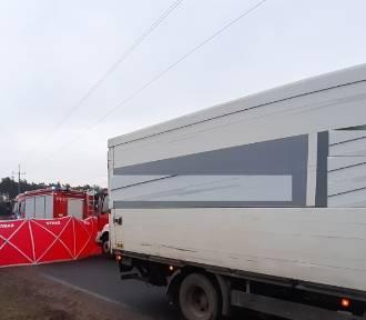 Motorowerzysta  zderzył się z samochodem ciężarowym