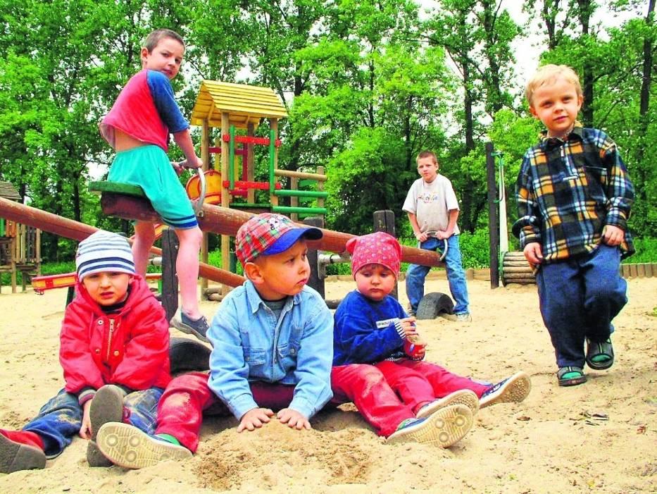 Piasek, w którym bawią się dzieci, musi być badany trzy razy w roku