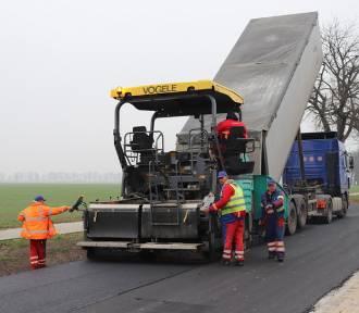 Powiat grodziski: Modernizacje dróg w trakcie [ZDJĘCIA]