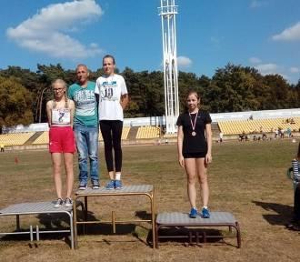 Młodzi lekkoatleci z SP w Krajence z medalami
