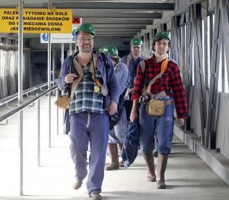Aktorzy legnickiego teatru zjechali pod ziemię w Lubinie