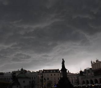 """Uwaga na burze. IMGW wydał """"pomarańczowy alert"""""""