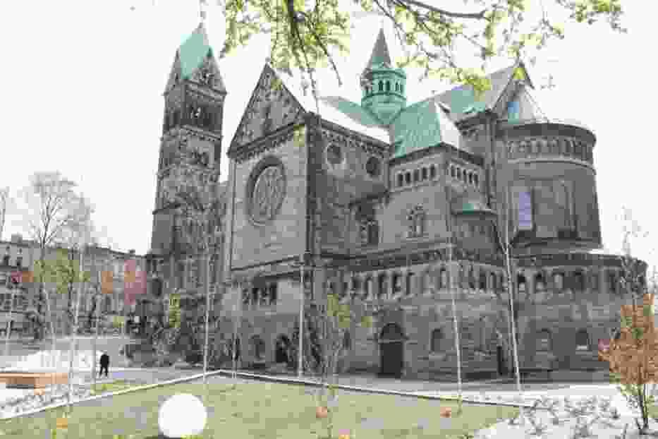 Dwukondygnacyjny kościół pw