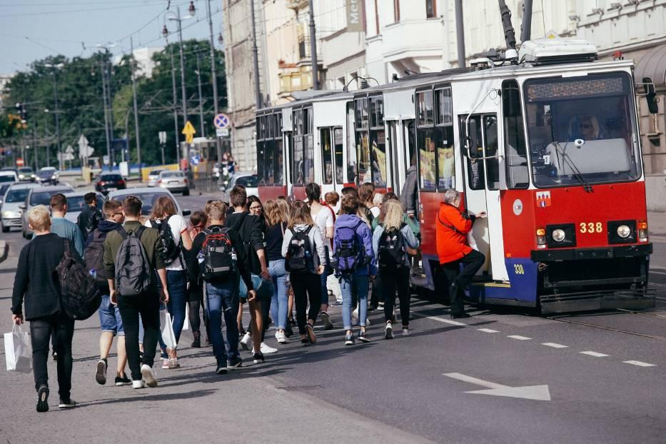 Prezydent Rafał Bruski chce wprowadzenia nowych ulg dla uczniów na przejazdy autobusami i tramwajami