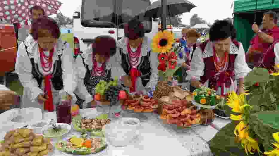 Stół pań z KGW Kroczyce uginał się pod ogromną ilością smacznych potraw