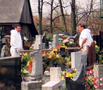 Coraz chętniej przenosimy szczątki naszych bliskich zmarłych. O ekshumacjach